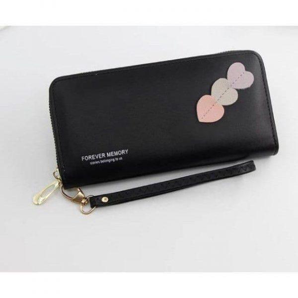 Dompet warna hitam dengan aksesoris tempel Love 3ungu putih dan salem