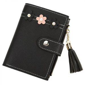 dompet warna hitam berukuran mini dengan kancing
