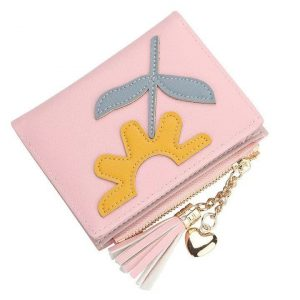 Dompet Kecil berwarna pink muda dengan hiasan setengah bunga matahari dan daun