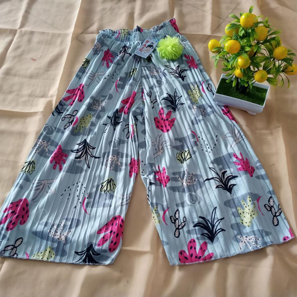 ini adalah Kulot Plisket Anak Motif Abu Muda, size: Long 64 cm, material: Jersey, color: Light grey, brand: BajuAnakindonesia, age_group: kids, gender: unisex