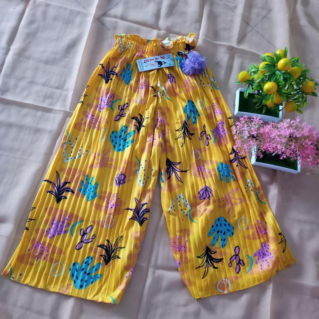 ini adalah Kulot Plisket Anak Motif Kuning, size: Long 64 cm, material: Jersey, color: yellow mustard, brand: BajuAnakindonesia, age_group: kids, gender: unisex