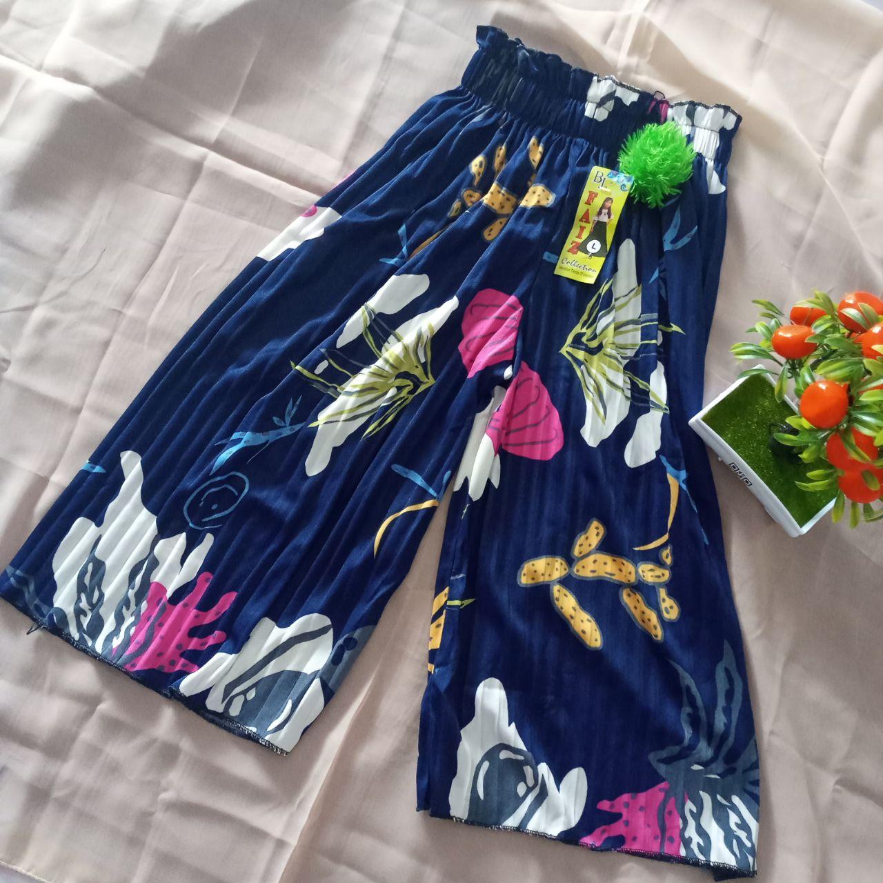 ini adalah Kulot Plisket Anak Motif Navy, size: Long 64 cm, material: Jersey, color: Nevy, brand: BajuAnakindonesia, age_group: kids, gender: unisex