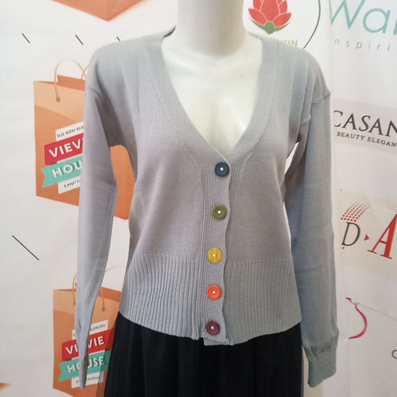 ini adalah Rajut Kancing Pelangi Abu Muda, size: XXL, material: Knitt, color: Light grey, brand: Rajut cardy indonesia, age_group: all ages, gender: female