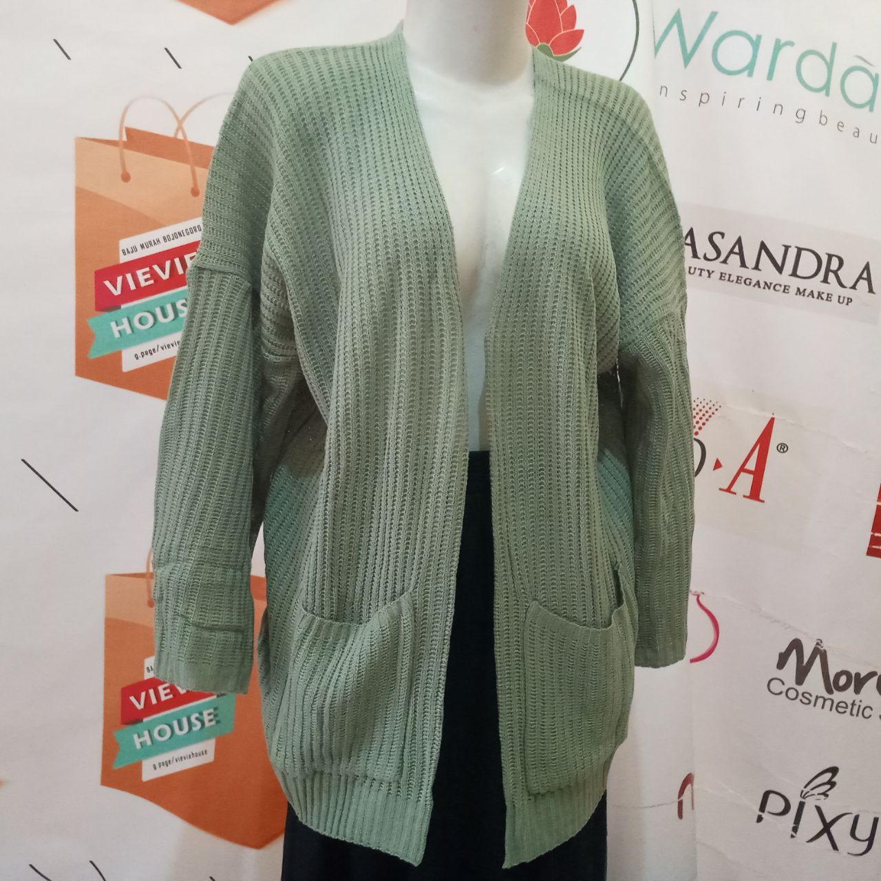ini adalah Rajut Locy Cardy Mint, size: XXL, material: Knitt, color: Green mint, brand: Rajut cardy indonesia, age_group: all ages, gender: female