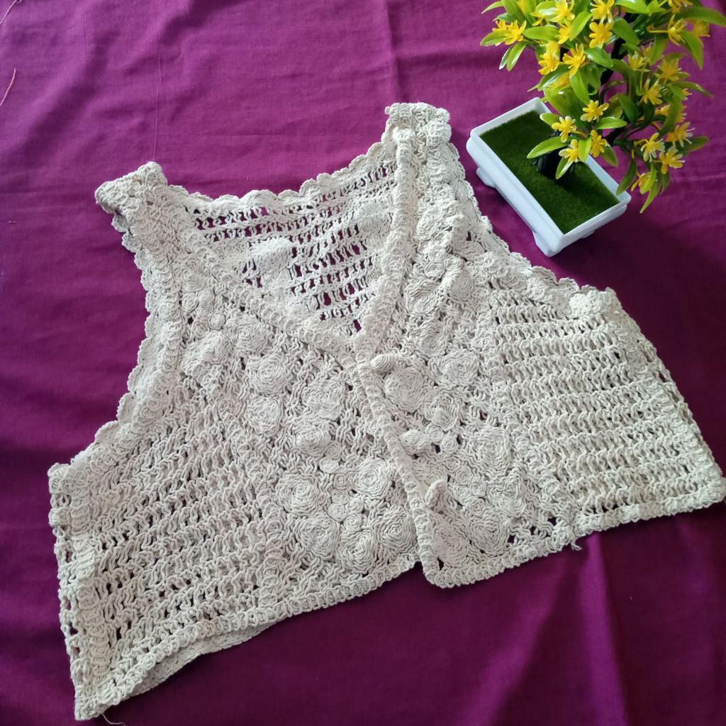 ini adalah Vest Bordir Acha Cream, size: L, material: wool, color: Cream, brand: veststyleindonesia, age_group: all ages, gender: female