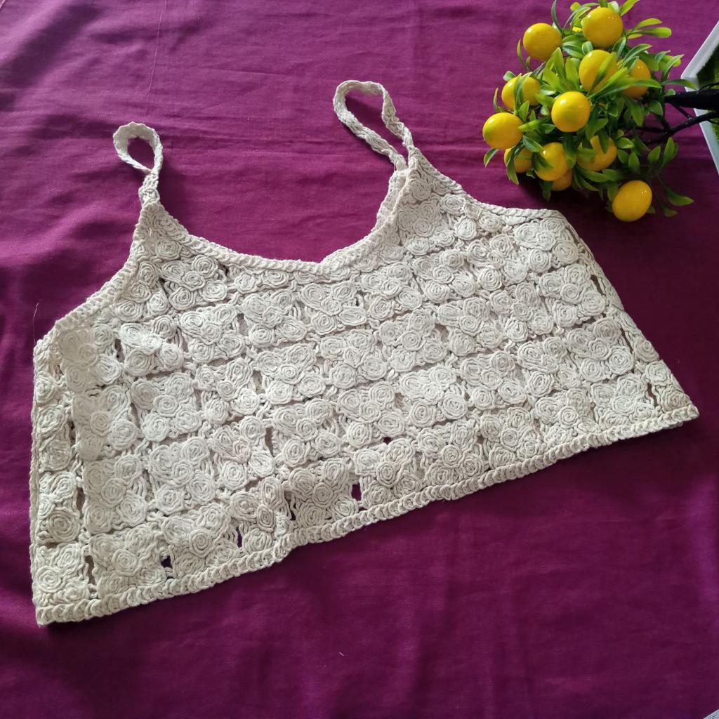 ini adalah Vest Bordir Gilda Cream, size: L, material: wool, color: Cream, brand: veststyleindonesia, age_group: all ages, gender: female