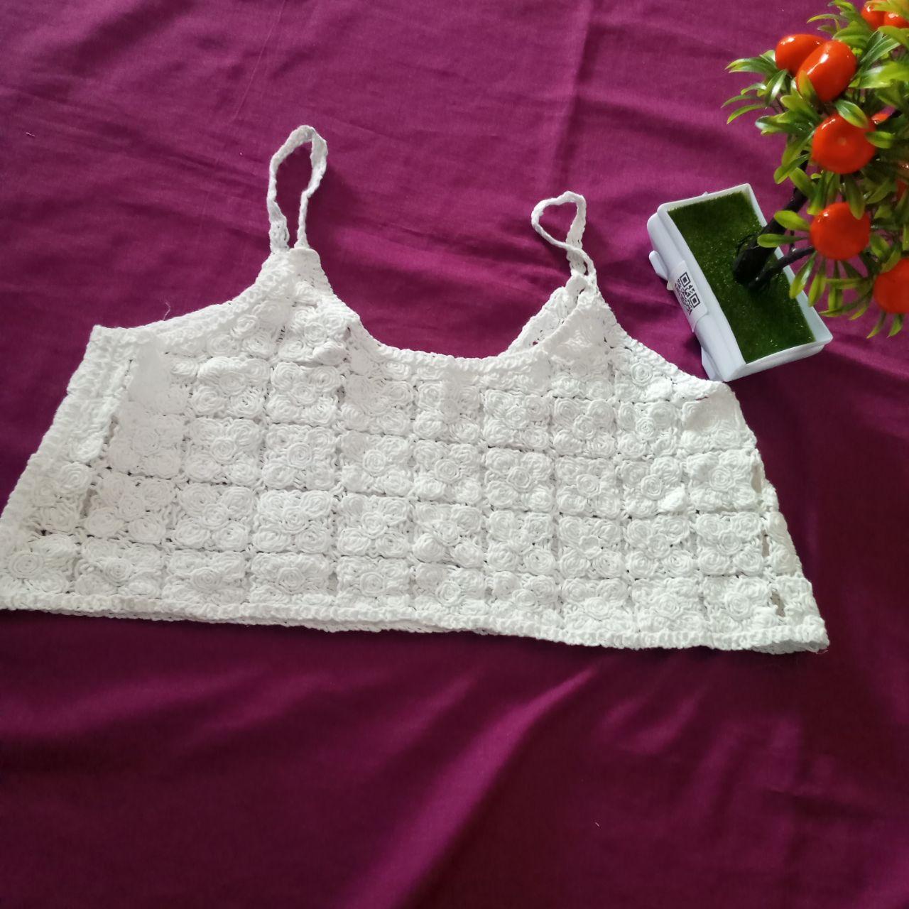 ini adalah Vest Bordir Gilda Putih, size: L, material: wool, color: White, brand: veststyleindonesia, age_group: all ages, gender: female