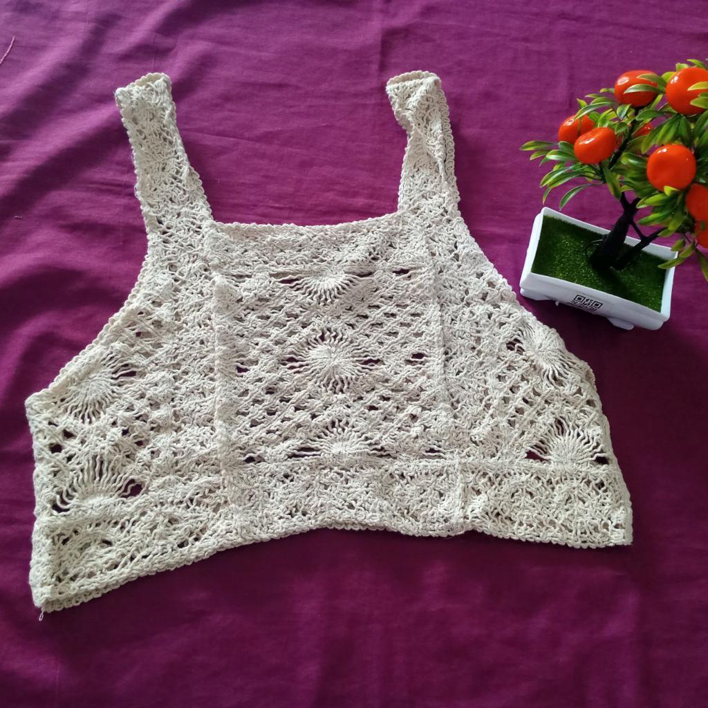 ini adalah Vest Bordir Mili Cream, size: L, material: wool, color: Cream, brand: veststyleindonesia, age_group: all ages, gender: female