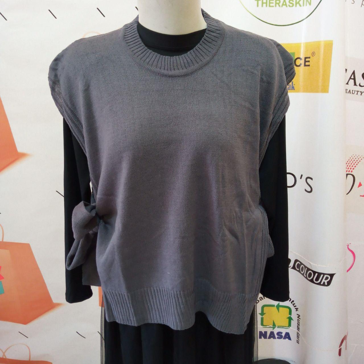 ini adalah Rajut Vest Andin Abu Tua, size: L, material: knitt, color: Grey, brand: vestknittindonesia, age_group: all ages, gender: female