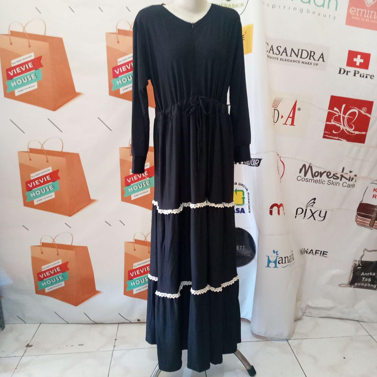 ini adalah Gamis Jersey Canda Hitam, size: 104 cm x 135 cm, material: Jersey, color: black, brand: Gamisindonesia, age_group: all ages, gender: female