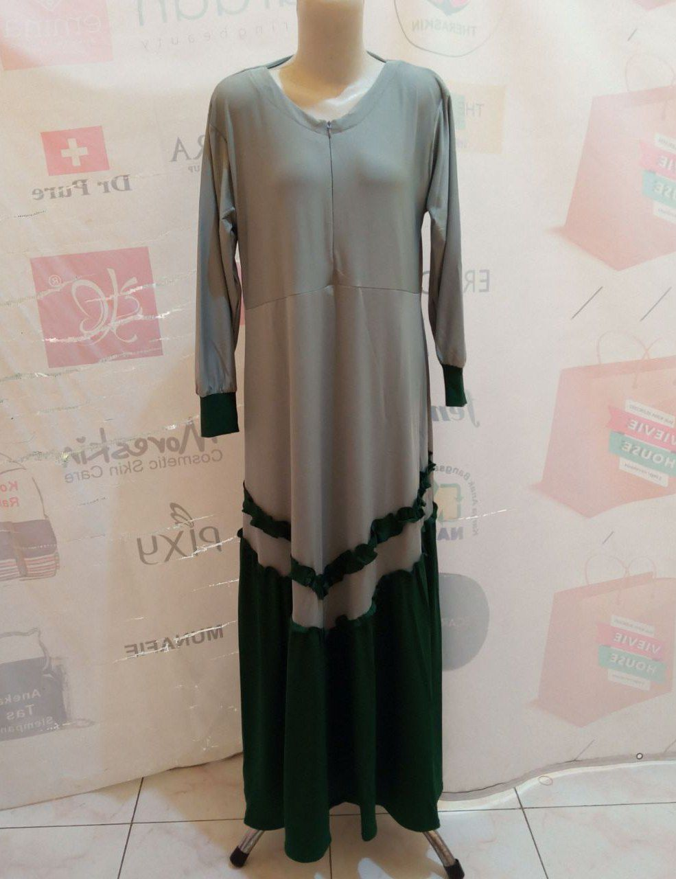 ini adalah Gamis Jersey Rempel V Abu, size: 104 cm x 135 cm, material: Jersey, color: Grey, brand: Gamisindonesia, age_group: all ages, gender: female