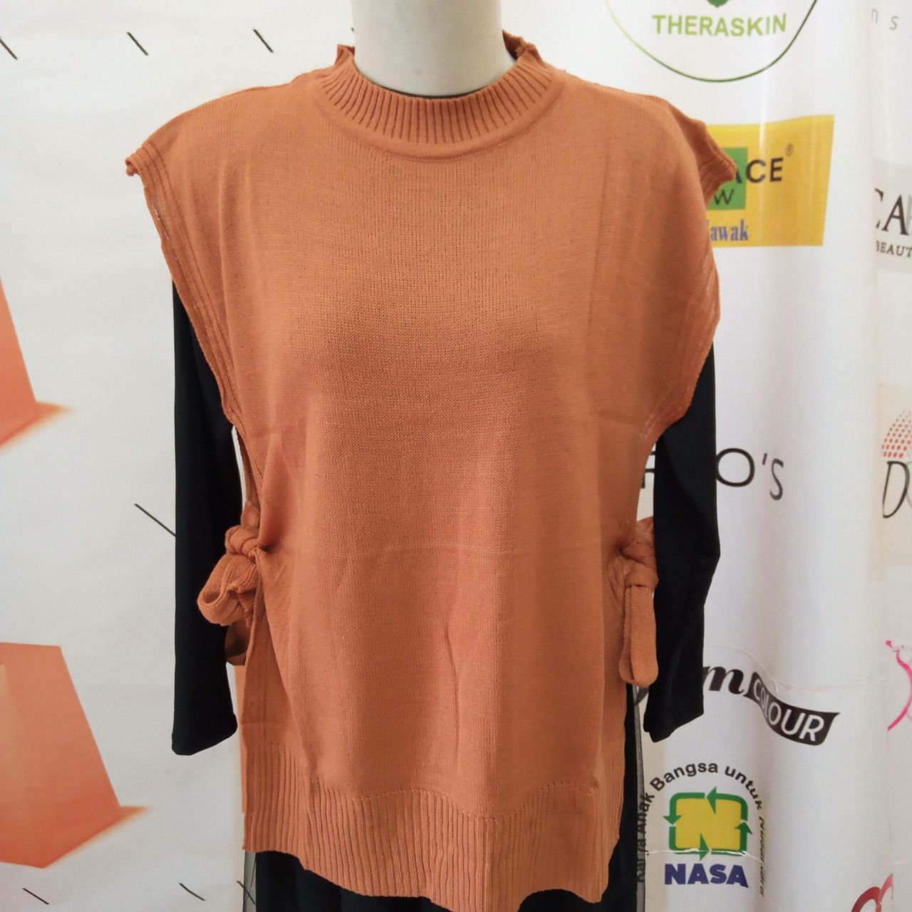 ini adalah Rajut Vest Andin Coral, size: L, material: knit, color: Chocholate-coral, brand: vestknittindonesia, age_group: all ages, gender: female