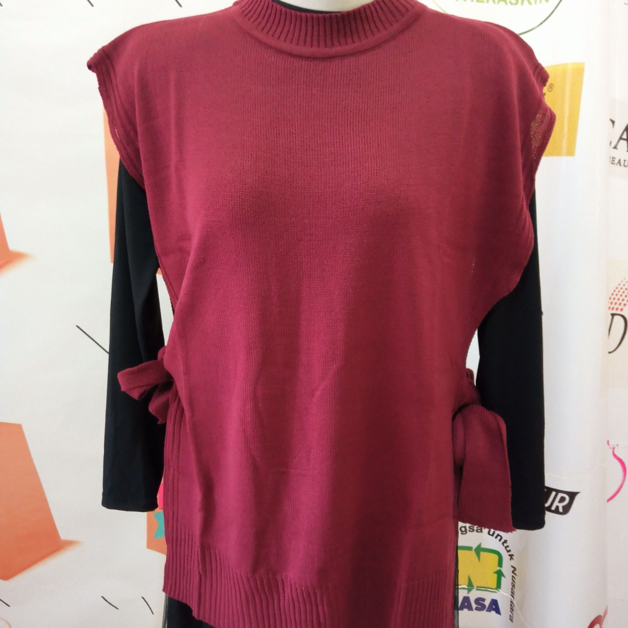 ini adalah Rajut Vest Andin Marun, size: L, material: knit, color: Red maroon, brand: vestknittindonesia, age_group: all ages, gender: female