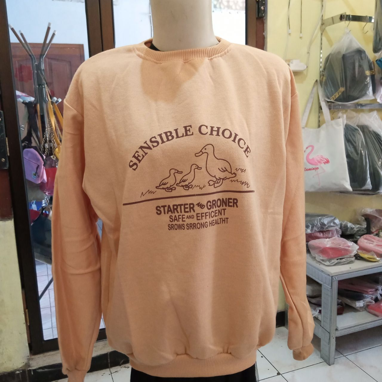 ini adalah Sweater Sensico Cream, size: LD 90cm, Panjang 60cm, material: Fleece, color: cream, brand: jaketindonesia, age_group: all ages, gender: unisex