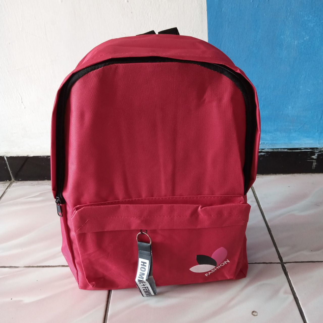 ini adalah Tas Feme Merah, size: 23 cm x 14 cm , material: canvas, color: red, brand: tasranselindonesia, age_group: all ages, gender: unisex