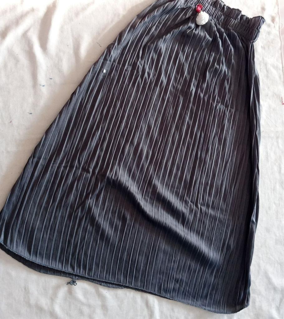 ini adalah Rok Plisket Anak Abu, size: Long 64 cm, material: Jersey, color: Grey, brand: BajuAnakindonesia, age_group: kids, gender: unisex
