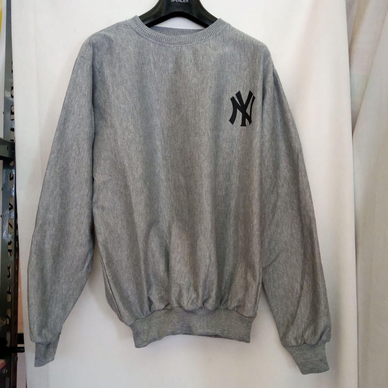ini adalah Sweater NY2 Abu, size: LD 90cm, Panjang 60cm, material: Fleece, color: Grey, brand: jaketindonesia, age_group: all ages, gender: unisex