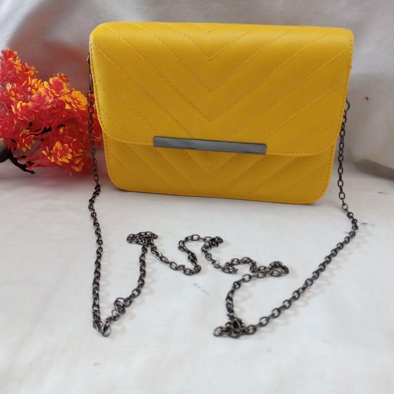 ini adalah Tas Miro Mustard, size: Diameter 17 cm, material: Sintetis, color: yellow, brand: tasbahuindonesia, age_group: all ages, gender: unisex