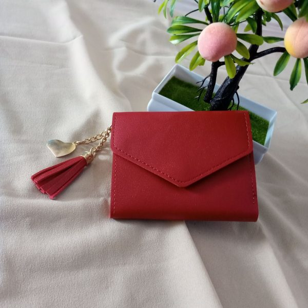 ini adalah Dompet Mini V Merah, size: 11 cm x 9 cm, material: synthetic, color: red, brand: Dompetindonesia, age_group: all ages, gender: female