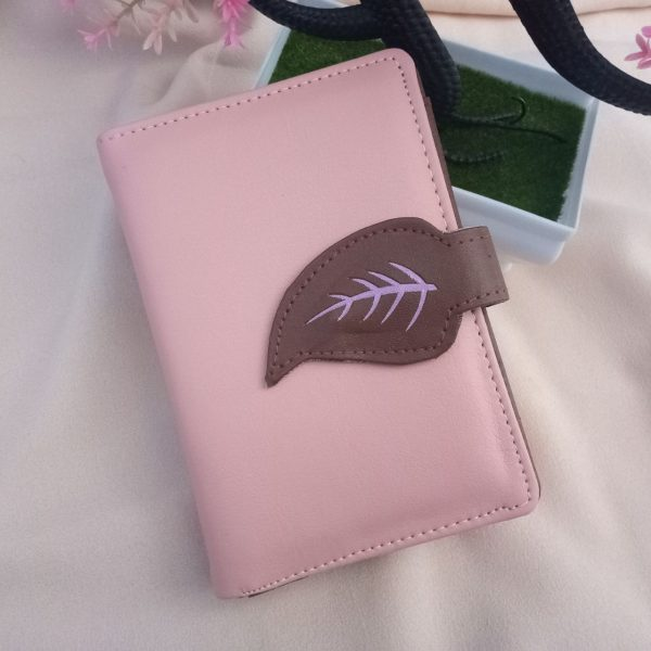 ini adalah Dompet Daun Salem, size: 13cm x 9 cm, material: synthetic, color: pink, brand: Dompetindonesia, age_group: all ages, gender: female
