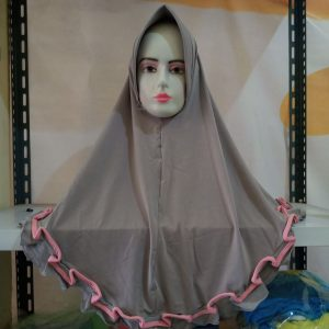 ini adalah Jilbab Rivani Abu, size: P75cm, material: Jersey, color: grey, brand: Jilbabwanitaindonesia, age_group: all ages, gender: female